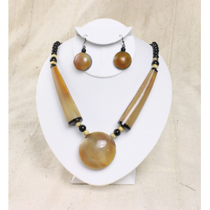 bone_pendant_necklace_set