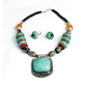 turquoise_beaded_necklace_set